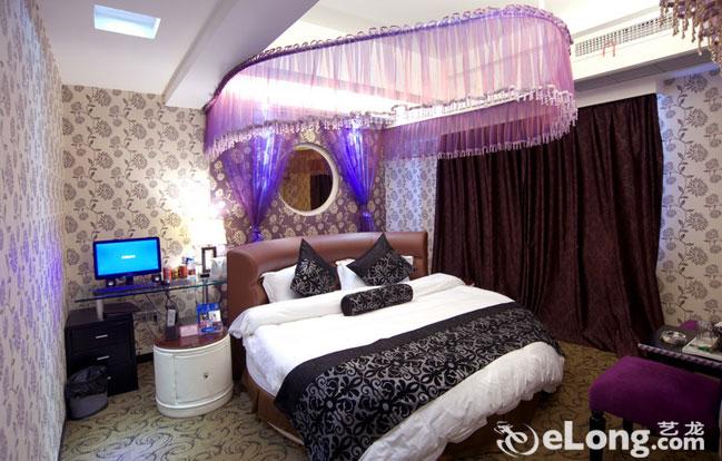 情侶溫馨臥室裝修圖片