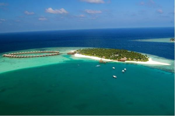 座落在马尔代夫群岛其中一座热带天堂般的岛屿上,是浪漫的理想度假之