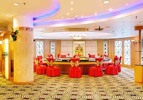 酒店设施:停车场,会议室,洗衣服务,中餐厅,西餐厅,宴会厅,外币兑换