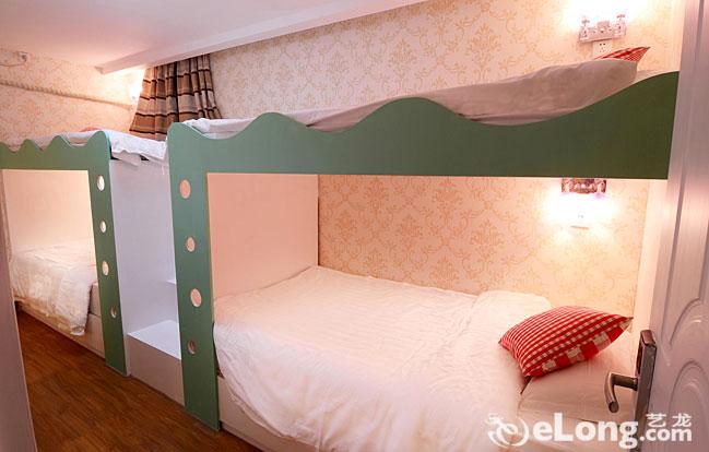 小卧室装修图上下铺