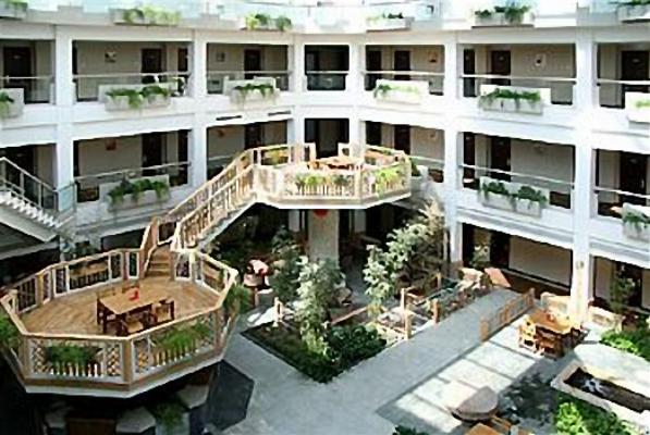 朝阳区 蟹岛路1号 酒店位置:顺义温泉休闲区 服务项目: 停车场 会议厅