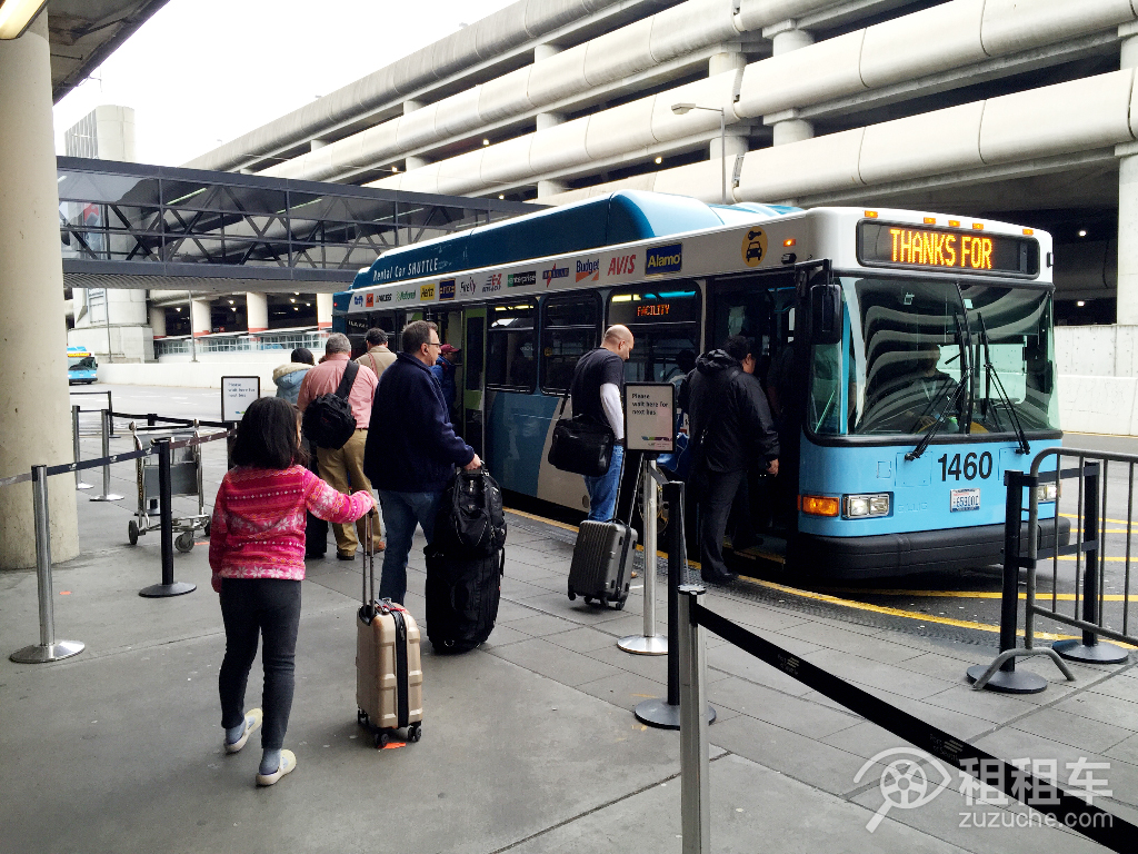 Dollar-San Diego International Airport-32276-feeder_bus
